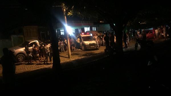 Carro desgovernado atropela fiéis em procissão, em Pirai do Norte