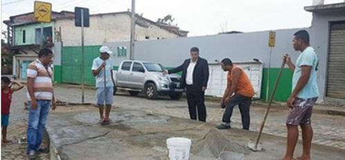 Gandu: Cidadão toma iniciativa em revitalizar praça com recursos próprios.