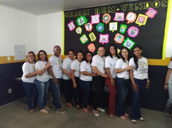 Secretaria da Educação de Gandu promove a 1ª Feira do Conhecimento da Escola Élodia Veloso.