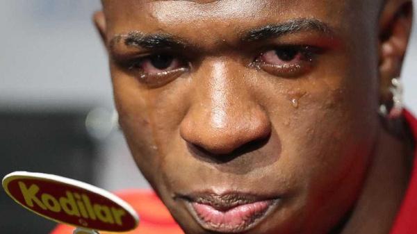 A caminho do Real, Vinicius Júnior chora em despedida do Flamengo