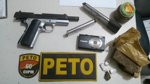 Peto: Polícia prende casal com pistola calibre ponto 45 durante operação