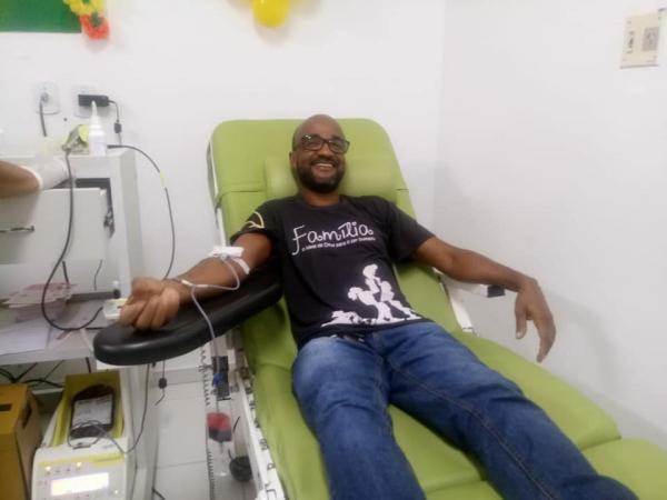 Jovens ganduenses doam sangue no Hemoba em Valença
