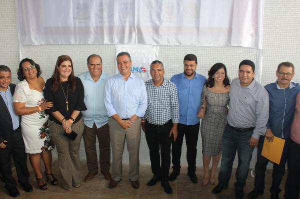 Prefeito de Gandu e comitiva participam da entrega da Policlínica Regional de Valença.
