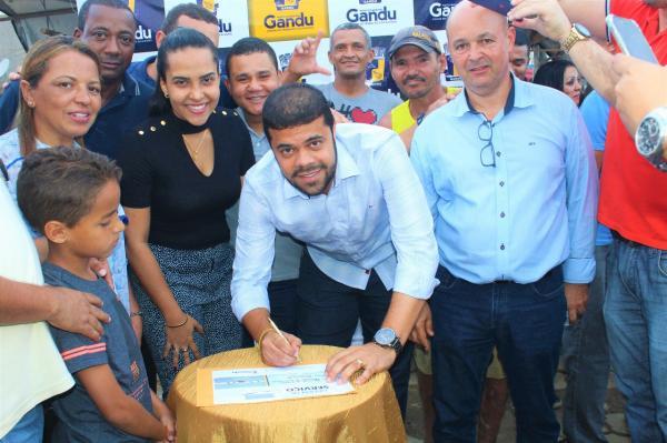 Prefeito de Gandu assina ordem de serviço para construção e reforma da Feira Livre e Mercado Municipal