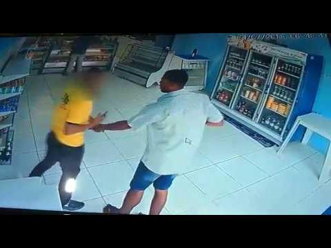 Em Gandu, homem tem veículo, celular e carteira roubados; vídeo.