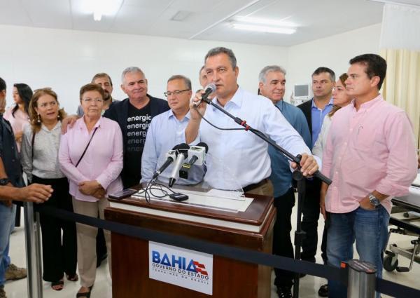Em Feira, ao lado do governador Rui Costa, Coronel volta a criticar serviço que Coelba presta aos baianos