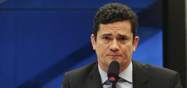 Moro diz que desembargador é 'incompetente' e não cumprirá ordem de soltar Lula