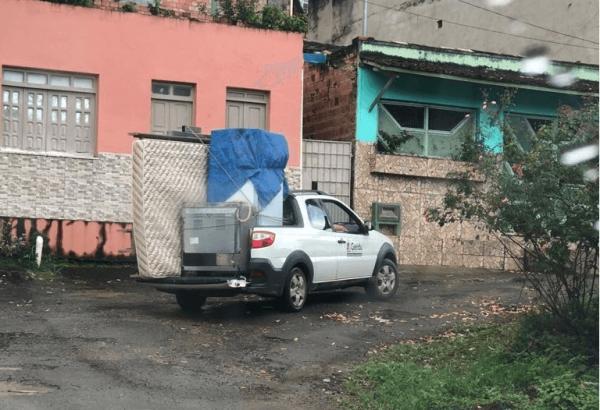 Veículo da prefeitura é flagrado transportando mudança