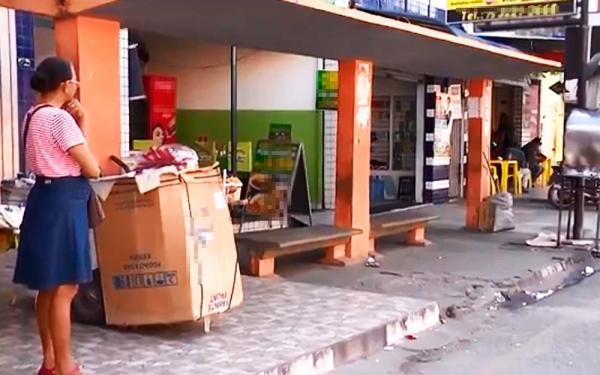 Jovem de 18 anos foi morta em um ponto de ônibus, em Feira de Santana.