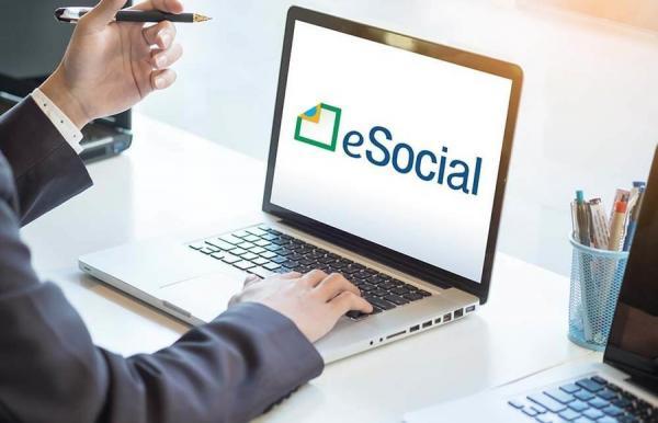Micro e pequenas empresas poderão ingressar no eSocial em novembro.
