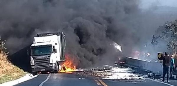 Acidente deixa oito mortos e mais de 50 feridos em rodovia de MG.