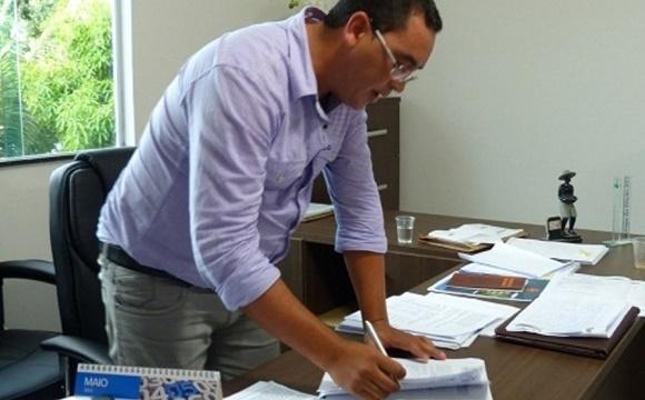 Ex-prefeito de Dário Meira é punido pelo TCM