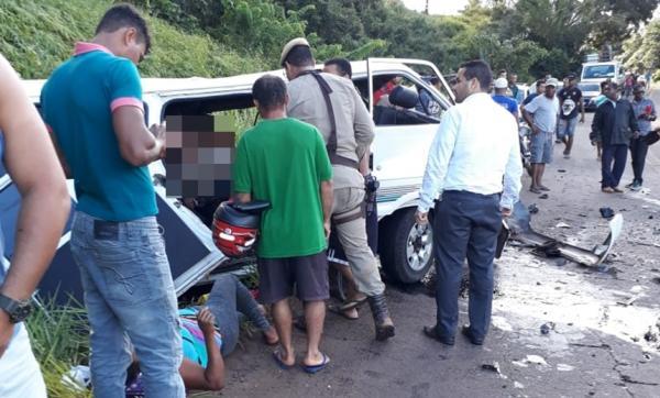 Acidente com van deixa pelo menos um morto e diversos feridos na BA-001, em Igrapiúna.