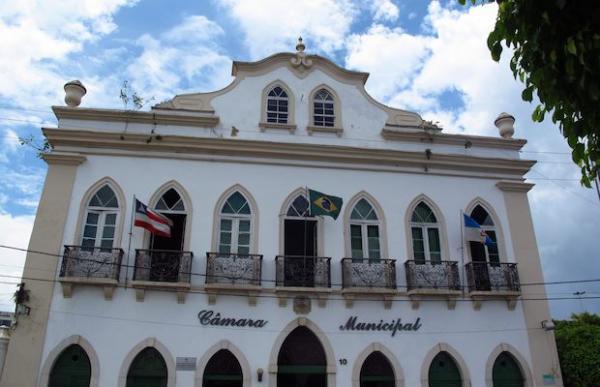 Câmara de Vereadores de Valença é interditada por risco de desabamento.