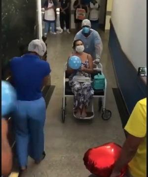Enfermeira recebe alta médica no Hospital de Ilhéus, venceu o Corona Vírus