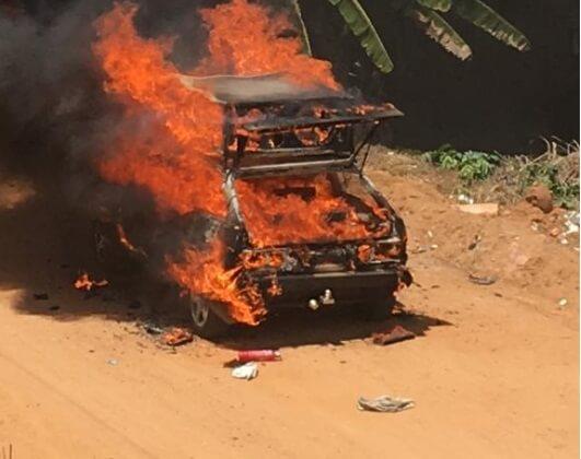 Gandu | Carro de som pega fogo e fica complemente destruído