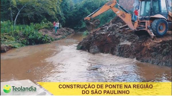 Serviços de recuperação das estradas e pontes do município de Teolândia.